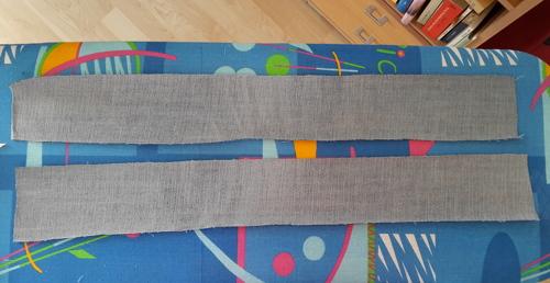 Für die braucht man zwei lange Jeansstreifen (bei mir 8 cm x 63 cm).