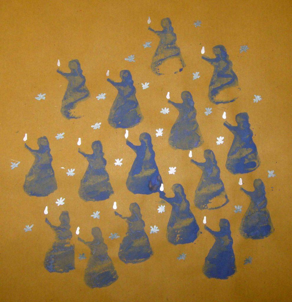 Was für ein wundervolles Motiv! Lichtträgerinnen, die in der dunkelsten zeit des Jahres ihre Lichtlein bringen. Ein bisschen erinnern sie mich auch an das Märchen vom Sterntaler.